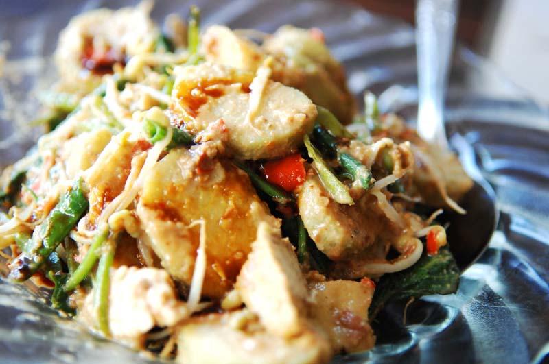Tipat-cantok bali subak cooking class.jpg